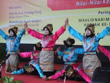 UKM Tari menampilkan Tarian Khas Aceh