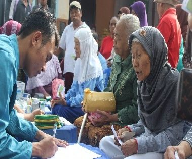 IAI (Ikatan Apoteker Indonesia) dan Dagusibu KALBE beserta HIMAFA Universitas Alma Ata mengadakan Senam Sehat, Penyuluhan dan Pengobatan Gratis