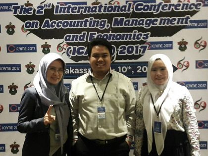 Dosen muda FEB UAA berhasil mempresentasikan penelitiannya pada International Conference on Accounting, Management and Economics (ICAME)