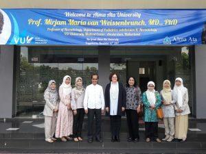 Universitas Alma Ata Menggelar Kuliah Umum dengan pemateri Prof. Mirjam Maria Van Weissenbruch, MD., Ph. D
