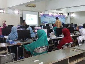 Teknik Informatika UAA Melatih Ibu-ibu Rumah Tangga Berbisnis Online