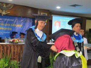 38 Wisudawan Universitas Alma Ata Raih Predikat Cum Laude pada Acara Wisuda Periode I yang dilaksanakan pada 22 Maret 2018.