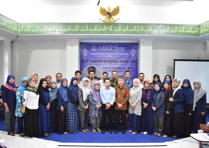 "Peningkatan Kualitas Penelitian Dosen UAA melalui ""The 2nd Workshop on Proposal Writing Clinic"""