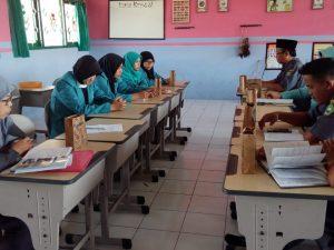 Forum Group Discusion (FGD)  Bersama Mahsiswa Program Studi Pendidikan Guru MI dan Guru-Guru Madrasah Ibtidaiyah dalam Kegiatan Kemajuan Program Praktek Pengalaman Lapangan di MIN 2 Bantul