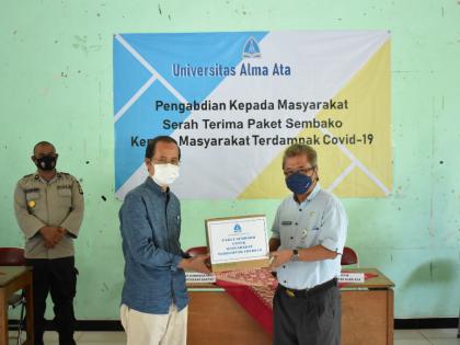 Universitas Alma Ata Salurkan 2.825 Paket Sembako Kepada Masyarakat
